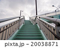 歩道橋の階段 20038871