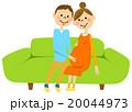妊婦 夫婦 ソファー 20044973