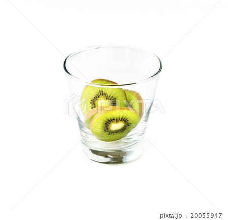 kiwi in glass on white backgroundの写真素材 [20055947] - PIXTA