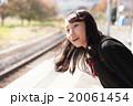 電車通学をする可愛い女子高生 20061454