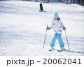 スキーをする女の子 20062041