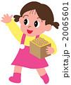 節分で豆をまく女の子 20065601