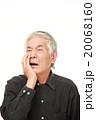 虫歯が痛む高齢者 20068160
