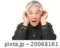 耳が遠い高齢者 20068161