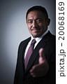 男性 ビジネスマン 握手の写真 20068169