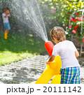 少年 子供 噴水の写真 20111142