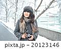 雪とカメラ女子 20123146