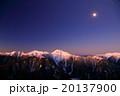 南アルプス・観音岳から朝焼けの白峰三山と月 20137900