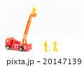 おもちゃの消防車と消防隊員: Toy Fire Truck and Firefighter 20147139