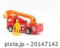 おもちゃの消防車と消防隊員: Toy Fire Truck & Firefighter 20147142