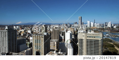 横浜みなとみらい21と富士山 20147819