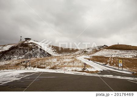 秋田県男鹿市 冬の寒風山回転展望台 山頂へは冬期通行止 20176469