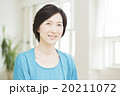 笑顔 ミドル 女性の写真 20211072