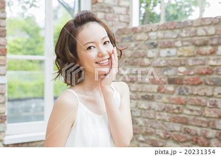 ビューティー 若い女性   20231354
