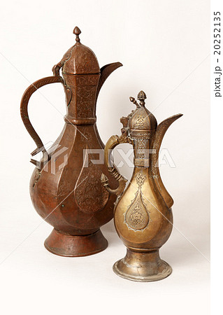 Two old wine jug on a white backgroundの写真素材 [20252135] - PIXTA