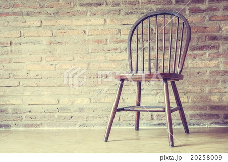 Wooden chair and tableの写真素材 [20258009] - PIXTA