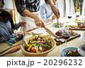 ホームパーティーでの食事 20296232