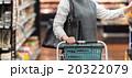 女性の買い物イメージ 20322079