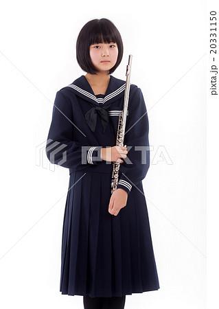 フルートを持つ可愛い女子中学生 20331150