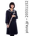 フルートを持つ可愛い女子中学生 20331152