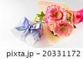 プレゼントと花束 20331172
