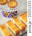 チーズタルトとタルトレットのティータイム(ハイアングル) 20331333