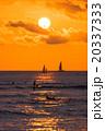 【ハワイ】ワイキキビーチからから眺める夕暮れ 20337333