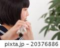 フルートを演奏する中学生 20376886
