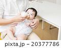 父親 赤ちゃん 飲ませるの写真 20377786