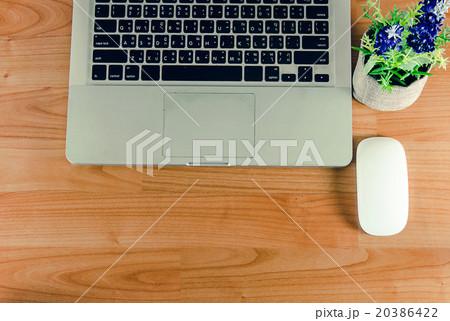 laptop on tableの写真素材 [20386422] - PIXTA