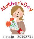 母の日にカーネーションをもらうお母さん 20392731