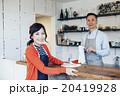 カフェで働く女性 20419928