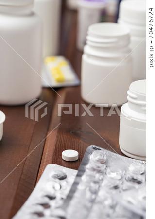 White pill plastic bottle and empty blister packの写真素材 [20426724] - PIXTA