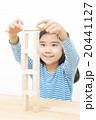 積み木で遊ぶ女の子 積み木遊び 積み木 女の子 小学生 20441127