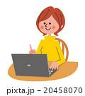 パソコンを操作する女性 20458070