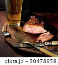 バックグランド ビール ステーキ肉の写真 20478958