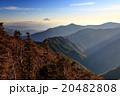 甲武信岳山頂から斜光の富士山 20482808