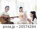 人物 女性 演奏 20574264