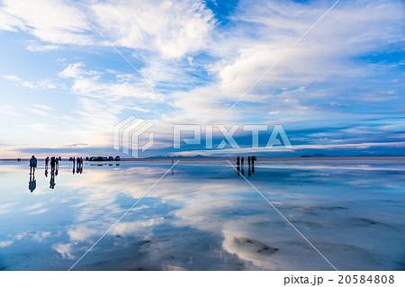 ウユニ塩湖 20584808