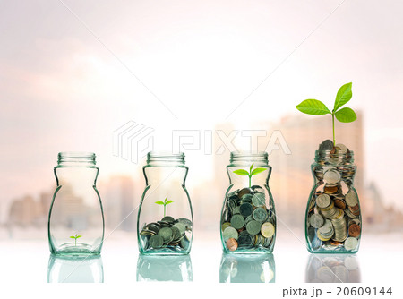Mix coins and seed in clear bottle on cityscape photo blurred ciの写真素材 [20609144] - PIXTA