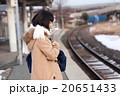 電車通学をする女子中学生 20651433
