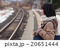 電車通学をする女子中学生 20651444