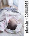 ねんねする赤ちゃん 20688565