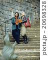 外国人 日本人 女性の写真 20698328