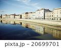 イタリア 河畔 20699701
