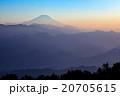 霧に浮かぶ富士・夕景 20705615