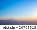 霧に浮かぶ富士・夕景 20705618