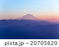 霧に浮かぶ富士・夕景 20705620