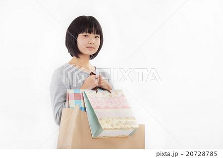 可愛らしい普段着を着た女子中学生 20728785