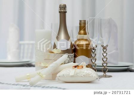Wedding rings, glasses, bottles and candles の写真素材 [20731721] - PIXTA